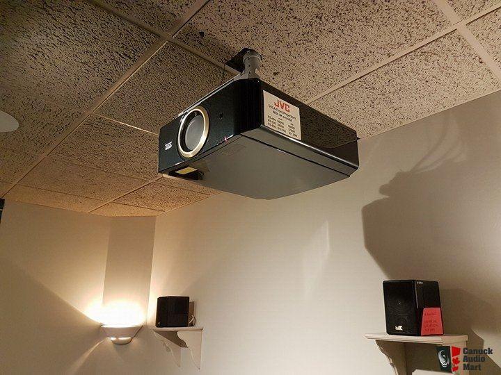 JVC DLA-RS500U Projector